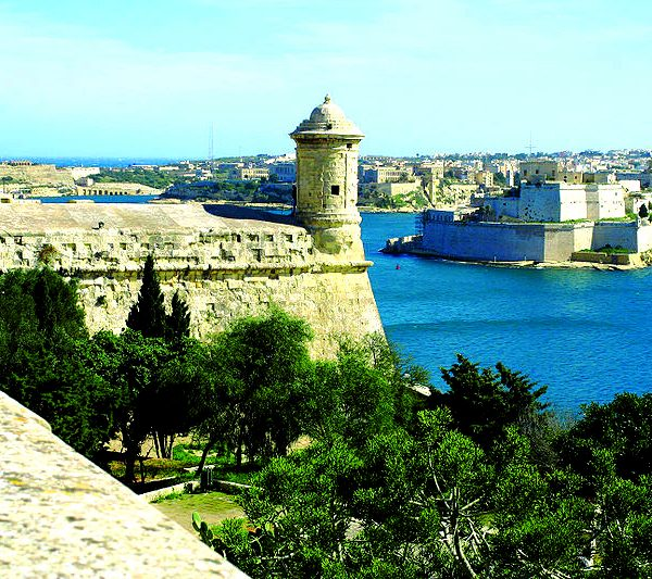 Gohagan_2018_AncientEmpires_03_Italy_Valletta_watchtower_WC_PD
